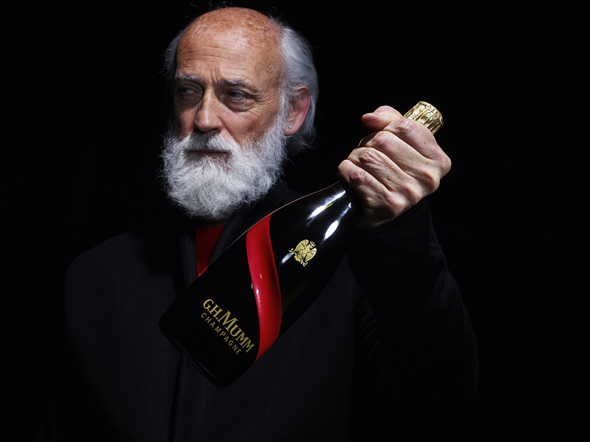 Ross_Lovegrove-with-Mumm-Grand-Cordon-Rouge